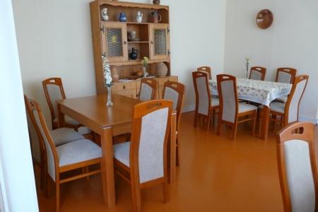 Óbudai Idősek Otthona, Budapest, Őszike utca - világos konyha székek