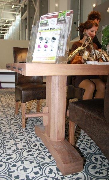 Construma 2013 - LOSZ standja az Impala Bútorkereskedő Kft. székeivel és tömör tölgyfa asztalával
