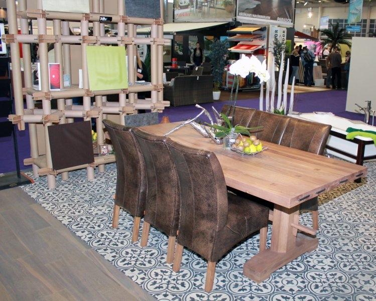 Construma 2013 - A LOSZ az Impala Bútorkereskedő Kft. hat széke és tömör tölgyfa asztala igazi eleganciát sugároz