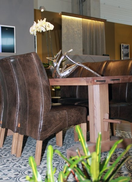 Construma 2013 - Jól látszik, hogy milyen masszív anyagból van az Impala Bútorkereskedő Kft. székei és asztalai