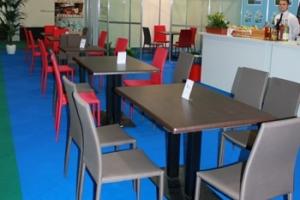 Construma 2014 - Impala Bútorkereskedő Kft. székeit és asztalait használta a kávézó és a bár rész is