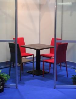 Construma 2014 - A kávézóban is az Impala Bútorkereskedő székeit és asztalait használták