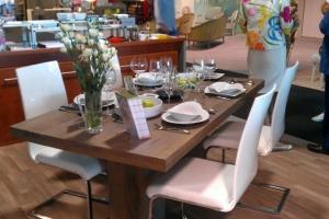 Design+ Kiállítás - Az Impala Bútorkereskedő Kft. szánkótalpas székei és tömör tölgyfa asztala