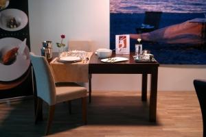 Design+ Kiállítás - Az Impala Bútorkereskedő Kft. a Design+Kiállítás standján egy romantikusan megterített asztalt is bemutatott