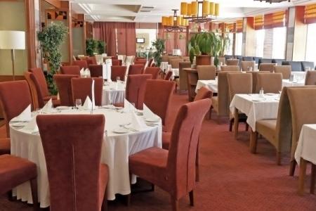 Hotel Azúr - krém színű LUTCIA székek