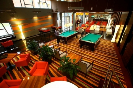 Hotel Azúr - fotelek bowling teremben