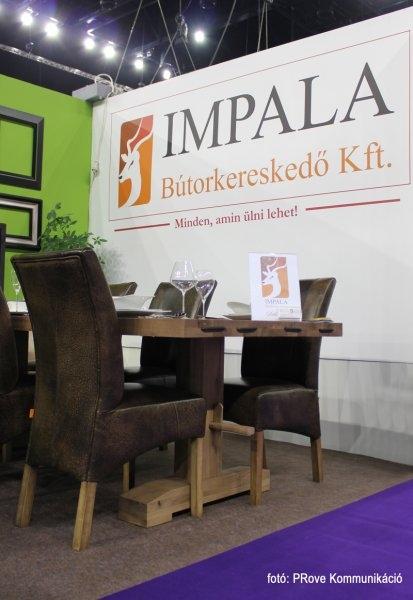 Konyhakiállítás, 2013 - Az Impala Bútorkereskedő Kft. kárpitozott székei és tömör tölgyfa asztala