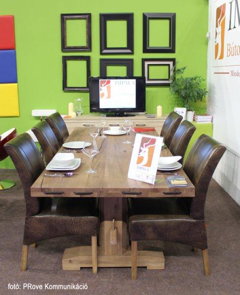 Konyhakiállítás, 2013 - Az Impala Bútorkereskedő Kft. megterített tömör tölgyfa asztala és székei