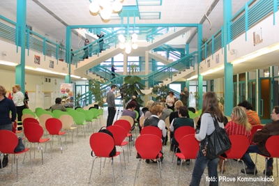 Átadták a XIII. kerületi Prevenciós Központot - Shell székek