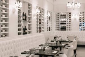 La Pampa Argentin Steakhouse - Fehér terem borokkal