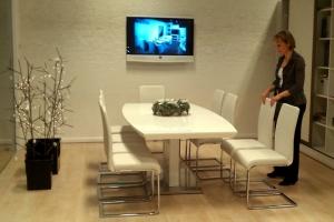 LOSZ iroda - Az Impala Bútorkereskedő Kft. szánkótalpas székei kényelmesek, praktikusak; az étkezőasztal pedig tárgyaló asztalnak is jó