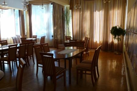 Óbudai Idősek Otthona, Budapest, Kiskorona utca - kárpitozott fa székek