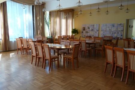 Óbudai Idősek Otthona, Budapest, Kiskorona utca - kárpitozott kényelmes székek