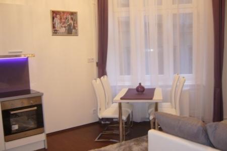 Otthon - Az Impala Bútorkereskedő Kft. fehér ENYA székei a lakás bármely pontjában jól mutat