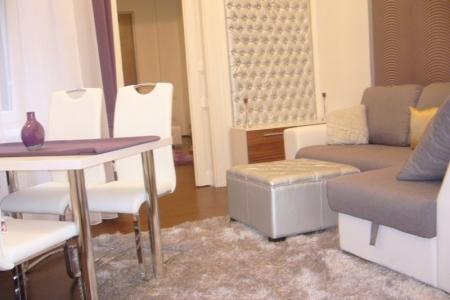 Otthon - Az Impala Bútorkereskedő Kft. fehér fogantyús székei megkönnyítik a termékek mozgatását is