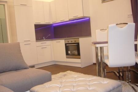 Otthon - Az Impala Bútorkereskedő Kft. ENYA székei remekül passzolnak a lakás többi bútoraihoz is.