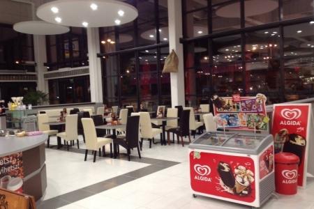 Park Caffe, Székesfehérvár - Az Impala Bútorkereskedő Kft. székein kényelmesen el lehet fogyasztani a jégkrémeket is.