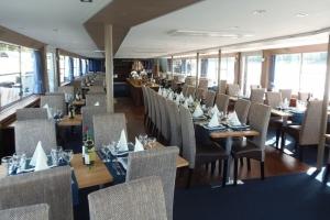 Primus Rendezvényhajó - Minőségi éttermi asztalok