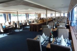 Primus Rendezvényhajó - PRIMUS étkezőasztalok