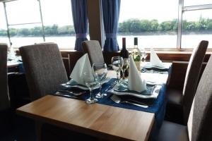 Primus Rendezvényhajó - Kényelmes LARISSZA székek
