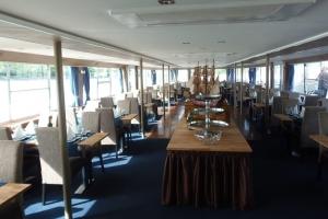 Primus Rendezvényhajó - Ebédlő asztalok