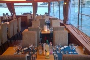 Primus Rendezvényhajó - Minőségi ebédlő asztalok