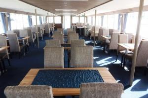Primus Rendezvényhajó - Egyszínű székek