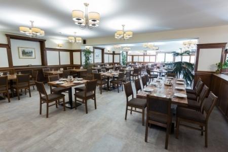 Révész Étterem, Győr - Étkező rész az Impala Bútorkereskedő Kft. kényelmes székeivel