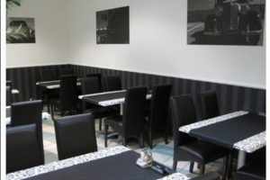 River Restaurant, Budapest - Fekete éttermi bútorok