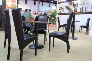 Shira kiállítás más kiállítói, mint vásárlók használták az Impala Bútorkereskedő Kft. székeit a standjukon