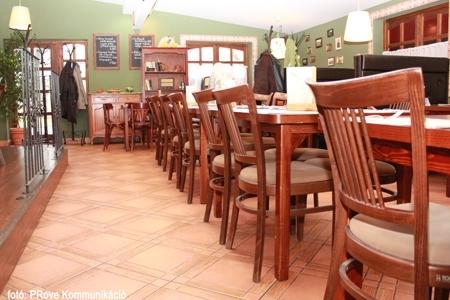 Vakvarjú Vendéglő, Buda - Az Impala Bútorkereskedő Kft. kárpitozott székei
