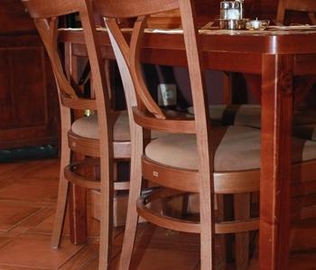 Vakvarjú Vendéglő, Buda - Az Impala Bútorkereskedő Kft. favázú kárpitozott székei