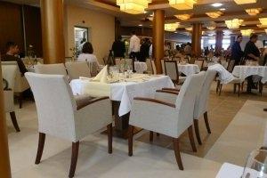 Wellamarin Hotel - sötét favázú székek