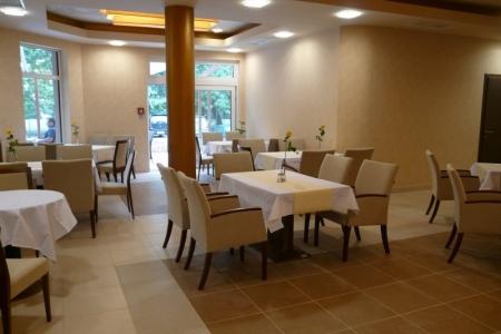 Wellamarin Hotel - fotelek étteremben