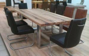 Csatello asztal