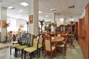 székek asztalok és fogasok