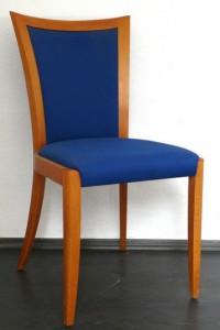 kék támlás szék