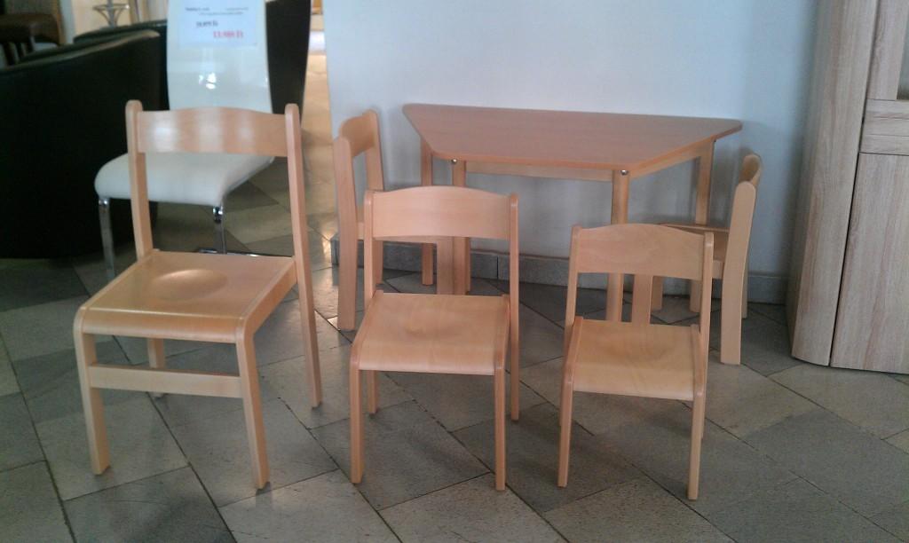 gyerekbútorok és felnőtt székek