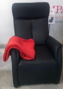 Relax tv-fotel piros takaróval