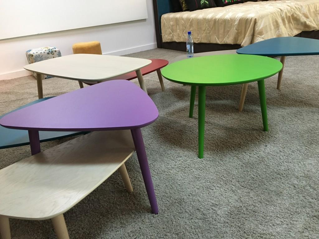 színes dohányzó asztalok
