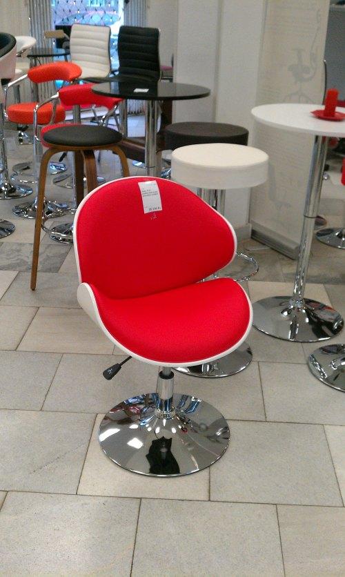 piros-fehér fotel