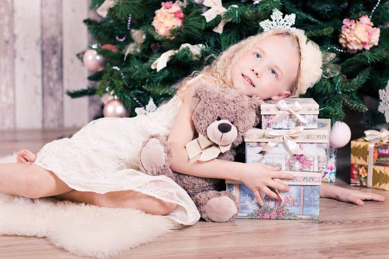 Gyermekeinknek kitűnő ajándék a bútor, mely sok évig hűséges társává válik majd gyermekeinknek, szebbé varázsolja a gyerekszobát, kényelmes helyet teremt számukra a játékhoz, tanuláshoz.